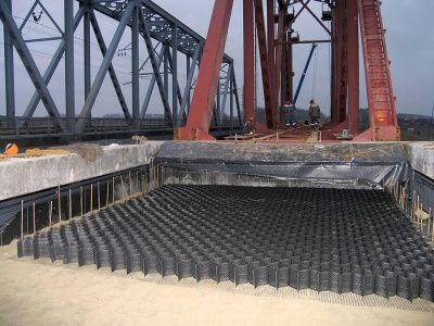 Neoweb o ngan gia cuong đường dẫn đầu cầu
